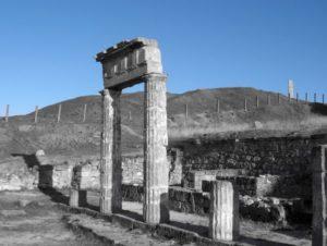 Античний портик на горі Мітридаті у Керчі