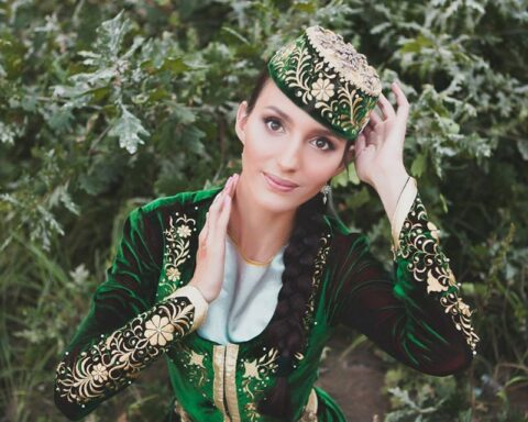 Pride of the nation: Crimean Tatar folk dance