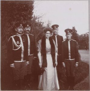 Empress Alexandra Feodorovna with officers of the Crimean cavalry regiment (squadrons), 1910