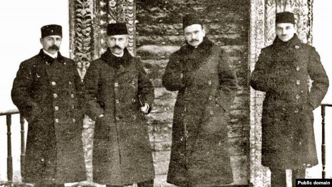 During the First Kurultai, from left to right: Seitjelil Khattatov, Asan-Sabri Aivazov, Noman Celebidjihan, Jafer Seydamet. Bakhchisarai, 1917