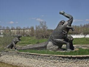 Бронтозавр – символ міста Саки