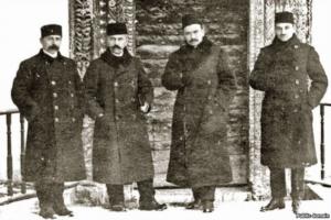SD Khattatov, AS Aivazov, N. Chelebidzhikhan, D. Seydamet near the Aleviz portal in Khan Sarai