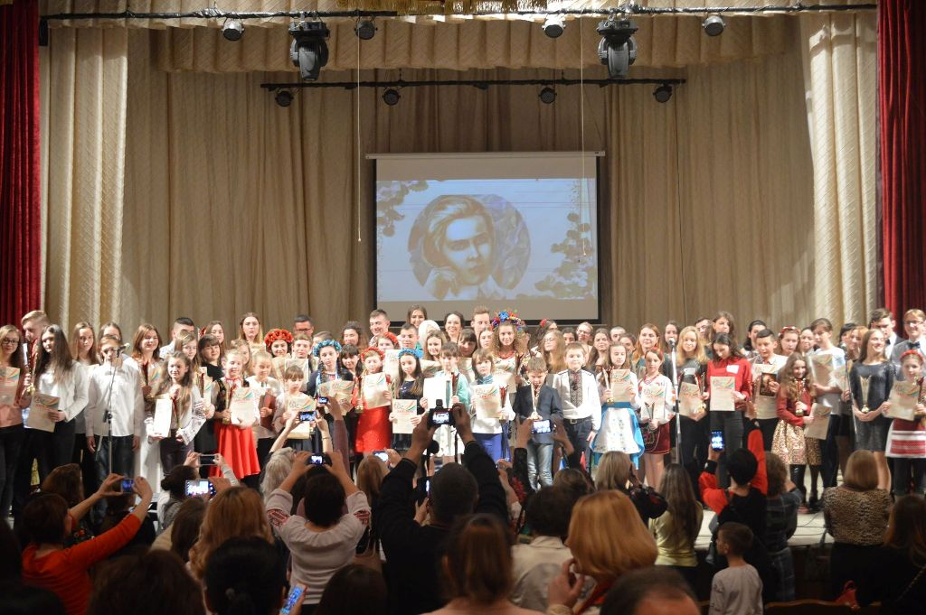 On March 17, 2018, the Chernivtsi Regional Philharmonic Hall hosted a solemn award ceremony and a large gala concert of the winners of the IV All-Ukrainian (XIV All-Crimean) Festival-Competition.