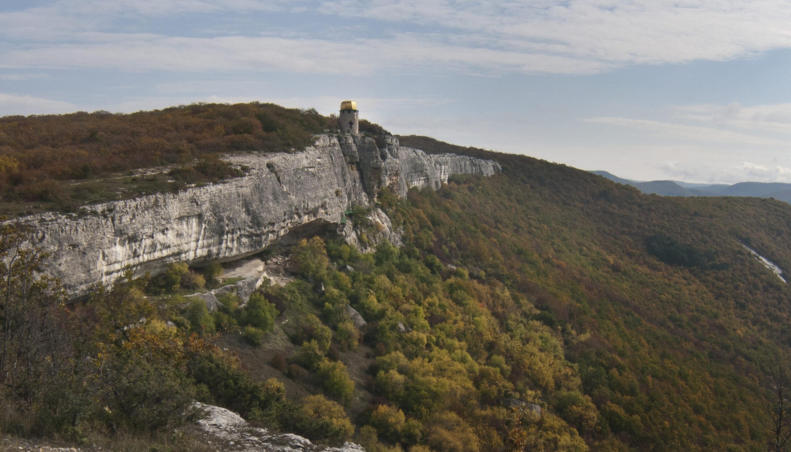 Шулдан: монастир у скелі
