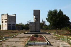 Monument to Taras Shevchenko in the village of Slavic