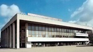 Будівля Кримського академічного українського музичного театру за часів незалежності України.
