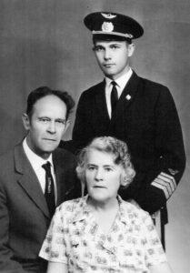 Віра Роїк з чоловіком Михайлом та сином Вадимом. Сімферополь, серпень 1972 рік