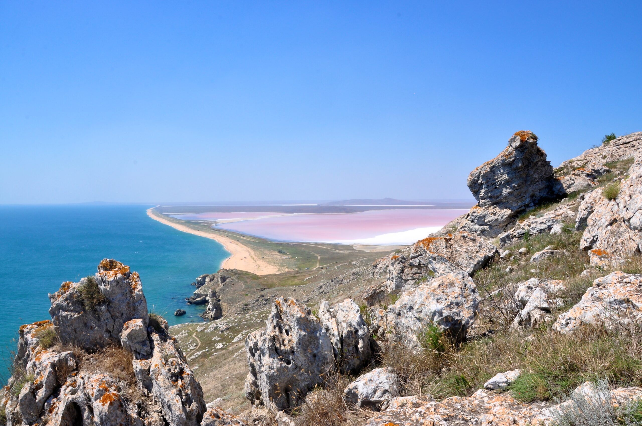 Вид з гори Опук на озеро Кояш