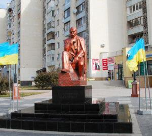Пам`ятник Тарасу Шевченку у місті Eвпаторiя